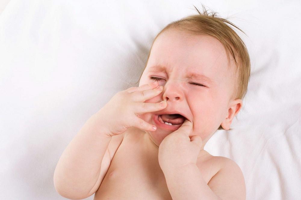 чЧо делать если у ребенка режутся зубы