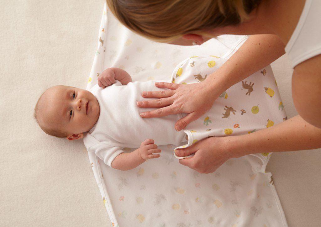 обязательно ли пеленать новорожденного