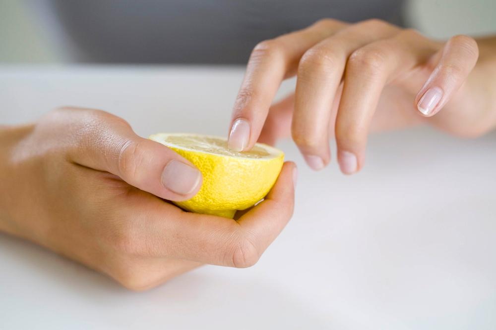 Ванночка из лимона для укрепления ногтей