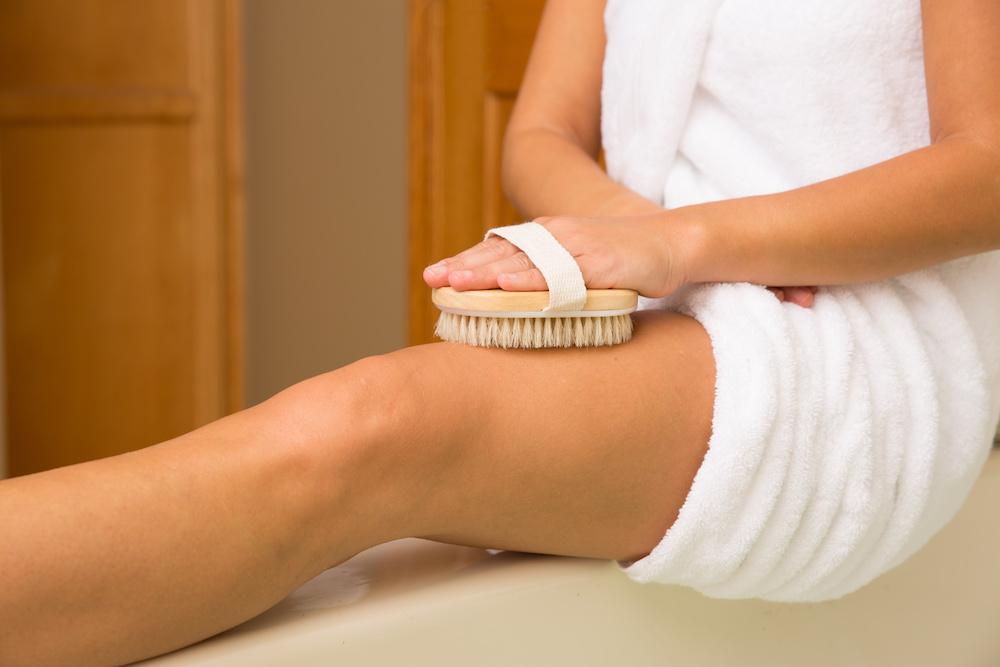 Антицеллюлитный массаж щёткой в домашних условиях