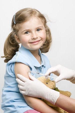 Детям вакцина от паротита вводится в бедро или верхнюю часть плеча