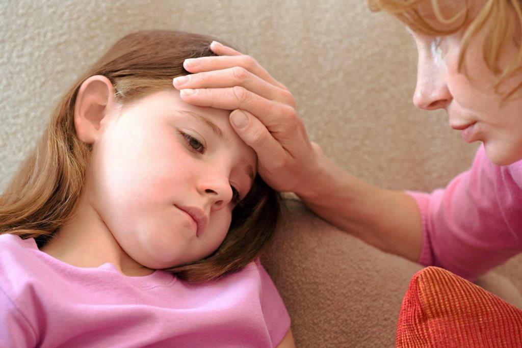 Мононуклеоз у ребенка может начинаться со слабости в теле