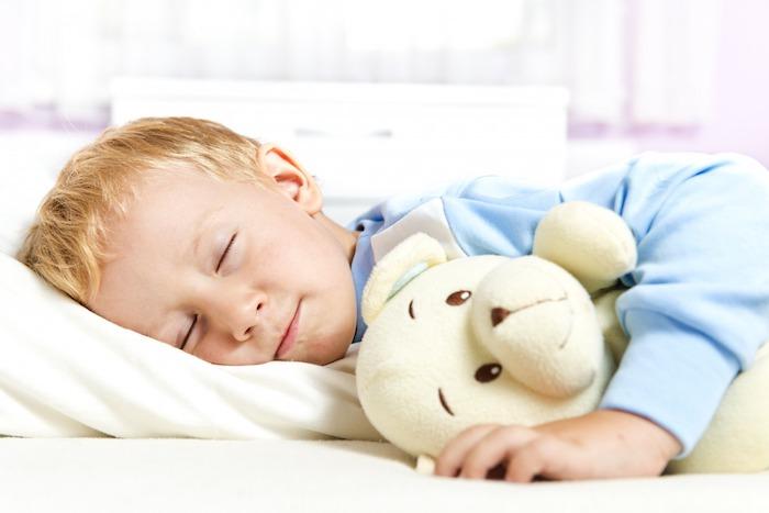 При лечении скарлатины в домашних условиях ребенку необходим постельный режим