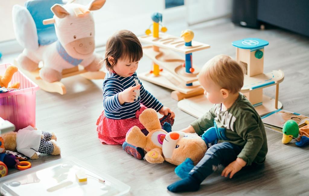 С момента заражения дифтерией до появления первых симптомов ребенок чувствует себя хорошо и может заразить других