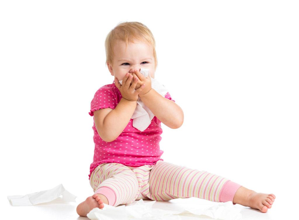 Вначале заболевания симптомы коклюша схожи с симптомами обычной простуды