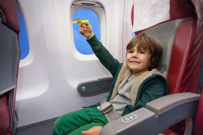 Чем заняться ребенку в самолете