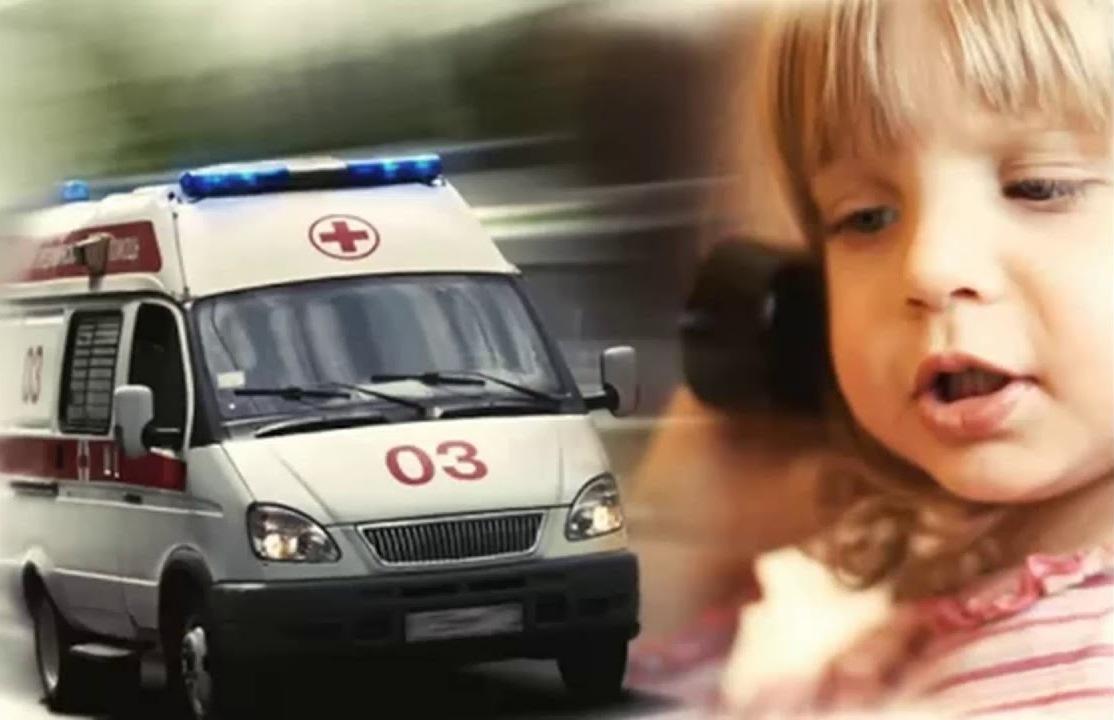 При ухудшении самочувствия ребенка необходимо вызвать скорую помощь