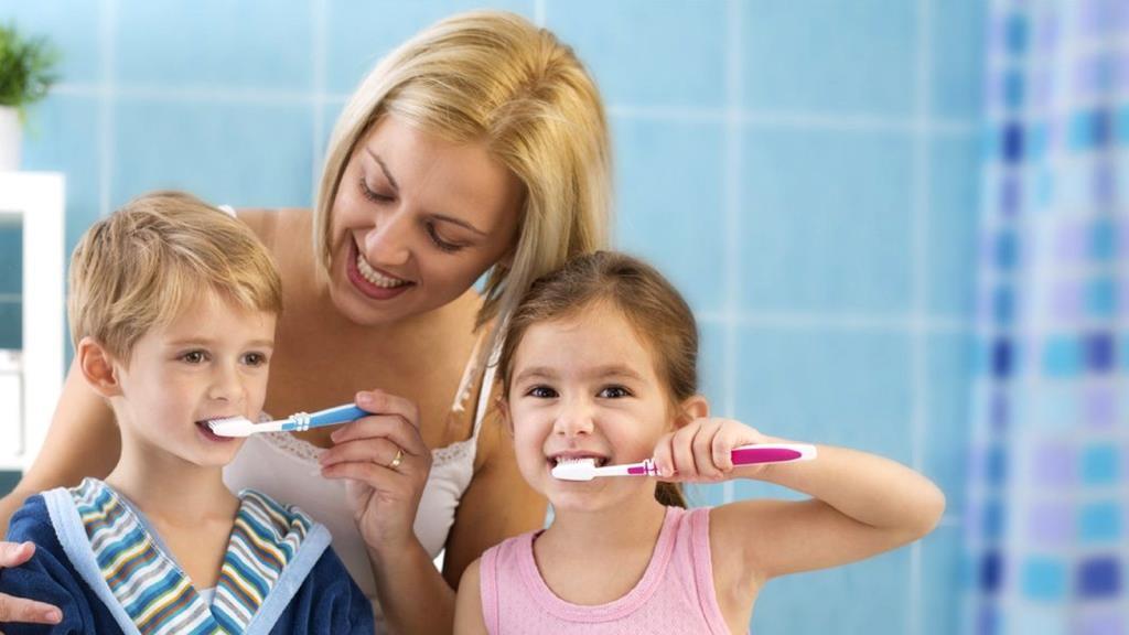 Чистить зубы всей семьей