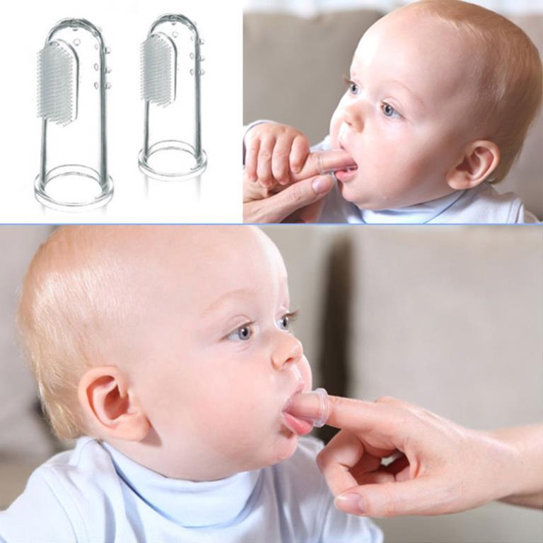 Как чистить зубы малышу силиконовой щеткой