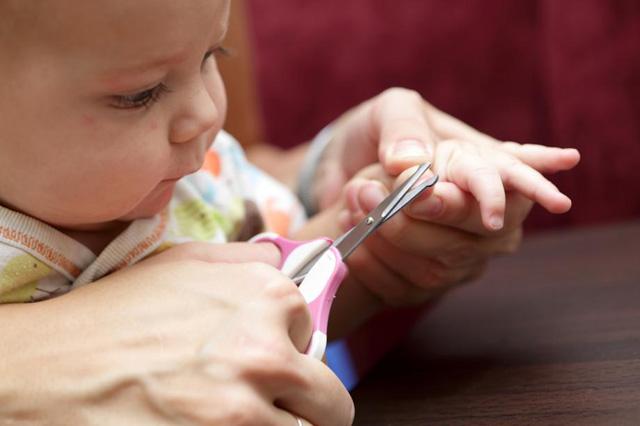 Процедура стрижки ногтей
