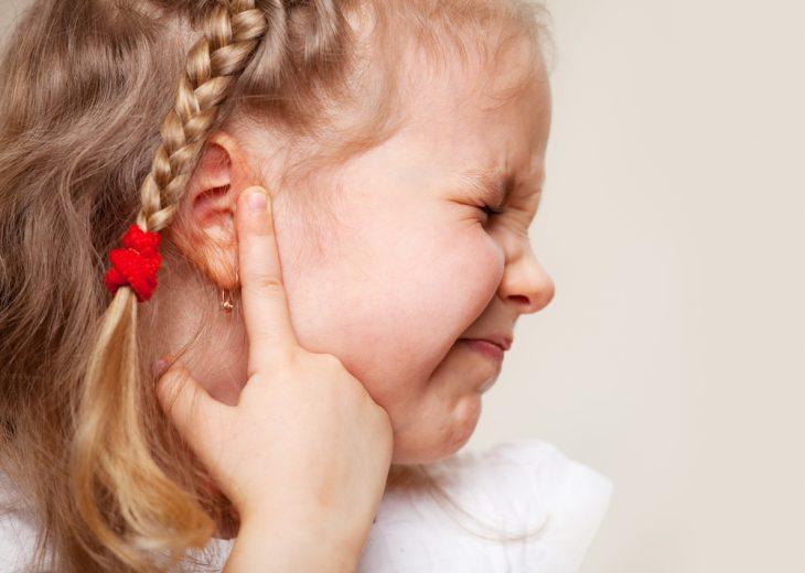 Болевые ощущения в ухе главный признак отита