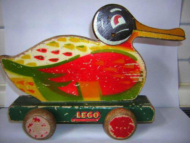 Деревянная утка Лего
