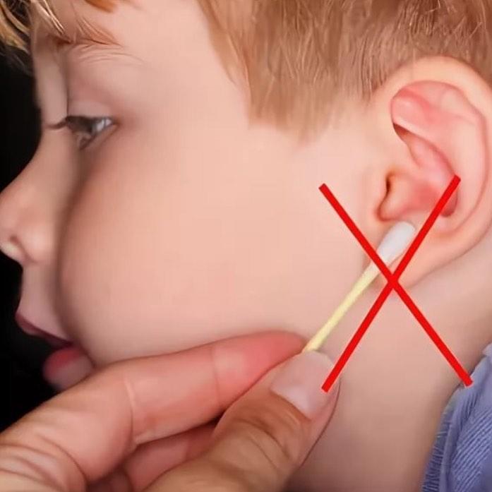 Если часто чистить уши малышу, может возникнуть отит