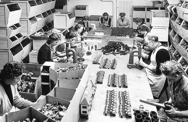 Производство игрушек Lego в середине XX века