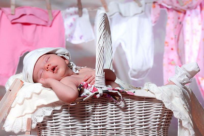 Чем стирать вещи для новорожденного