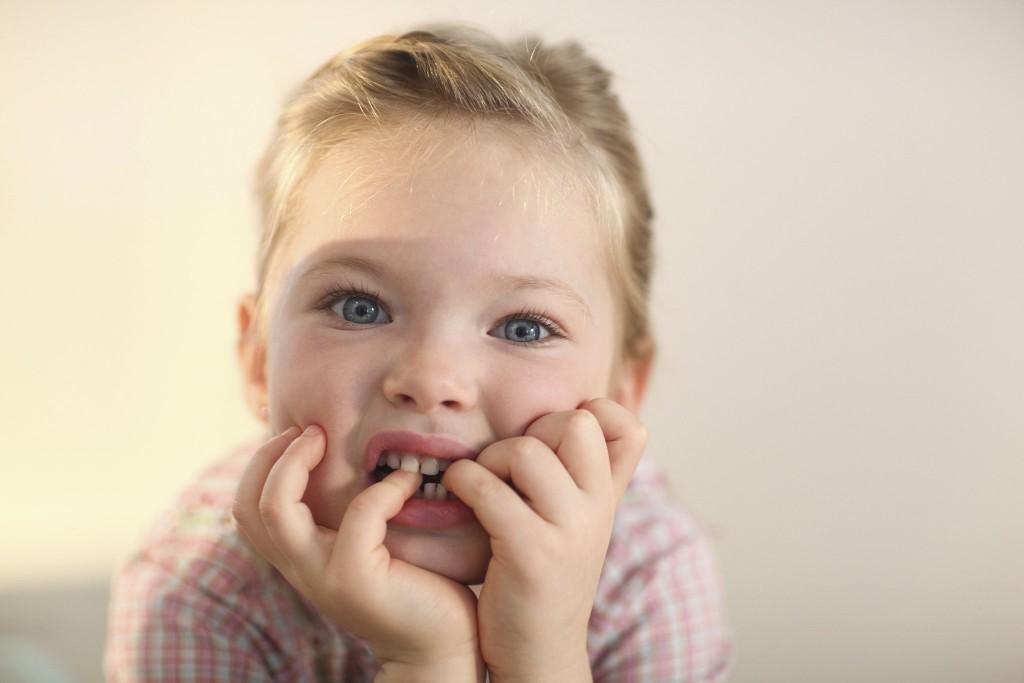 Многие дети грызут ногти из-за каких-либо переживаний