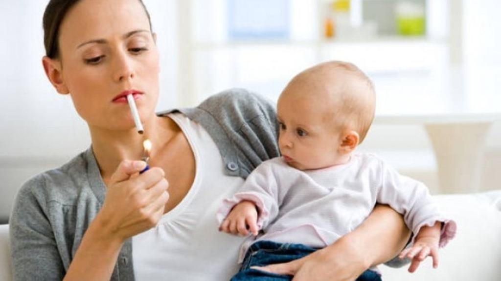 Сигаретный дым может стать причиной заложенности носа у ребенка