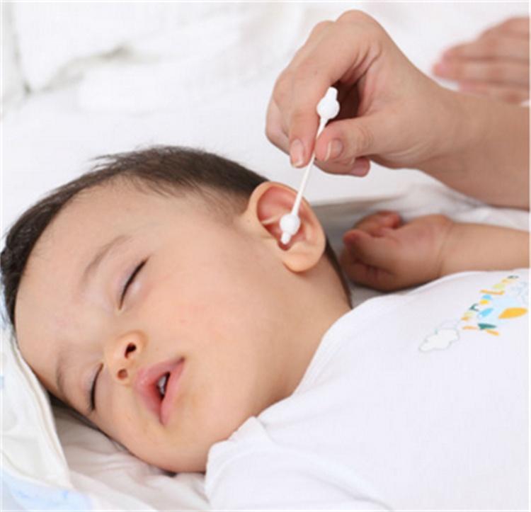 Уход за ушками новорожденного ребенка