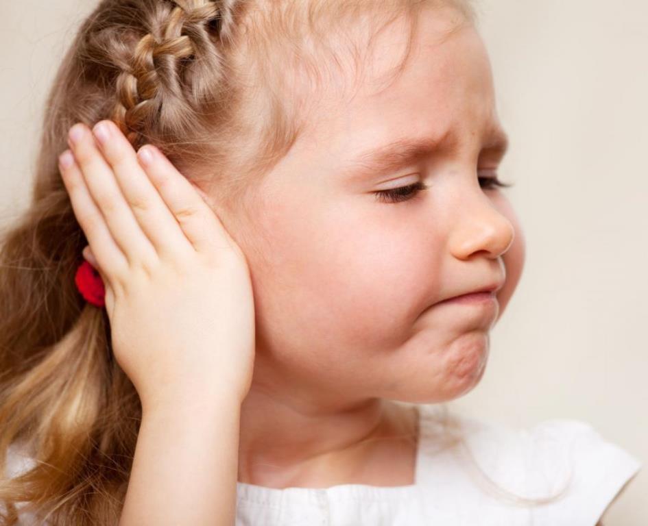 Раздражение за ушами у малыша является противопоказанием для данной процедуры