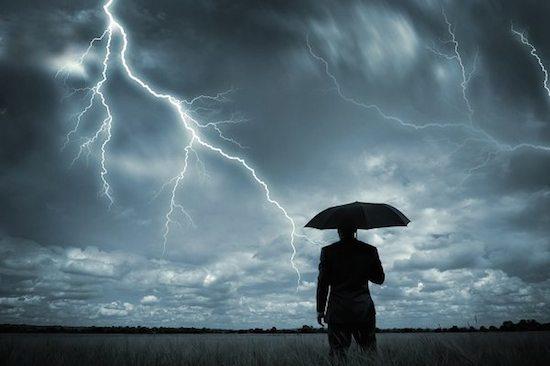 Человек и молния