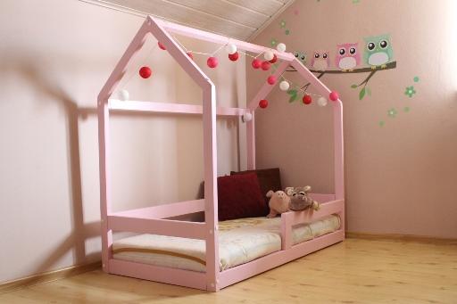Кроватка-домик для ребенка