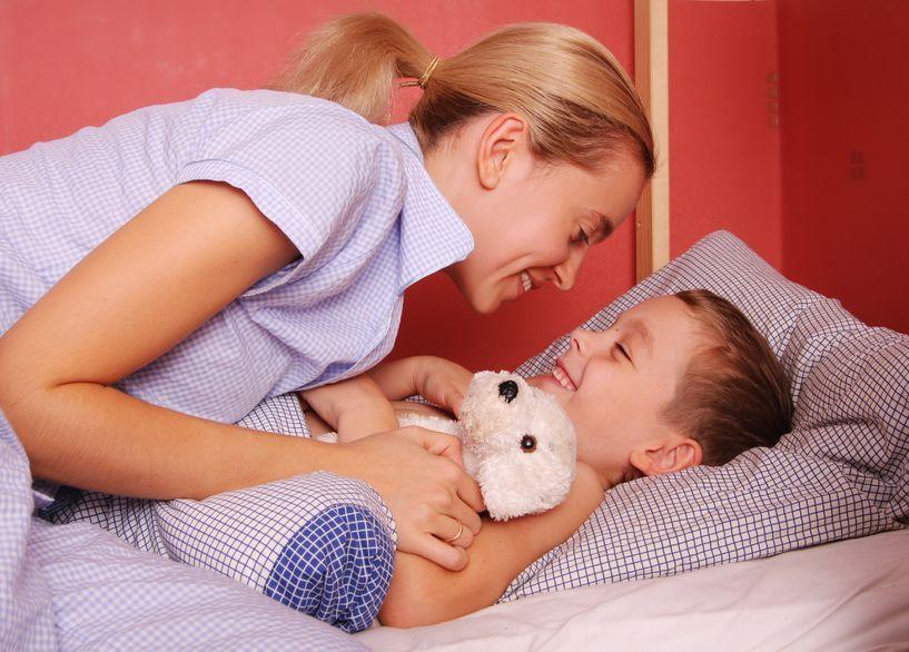 Нужно укладывать малыша только в его кроватку