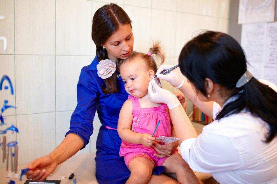 Прокалывание детских ушей