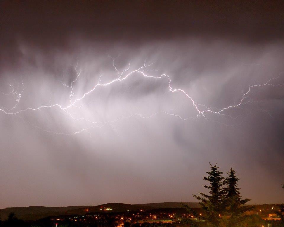 Сплошная молния в небе